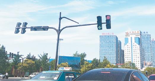 淄博柳泉路改造日记丨交通信号灯本月陆续亮起来