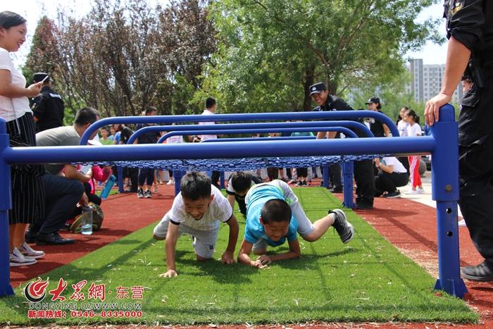 辽河社区组织青少年走进东营市公安局特警支队