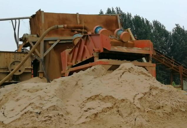 洗沙厂夜洗千吨 麻刚沙被加工后做了混凝土