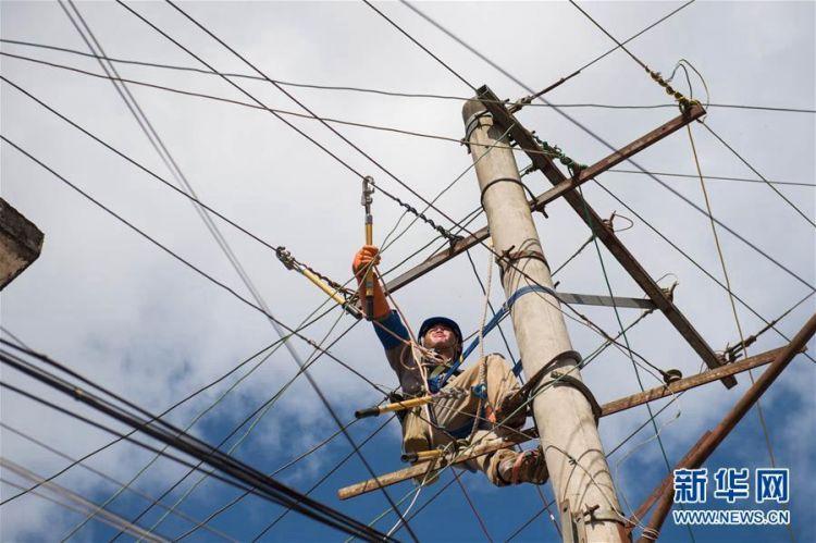 云南麻栗坡山洪泥石流灾区逐步恢复供电