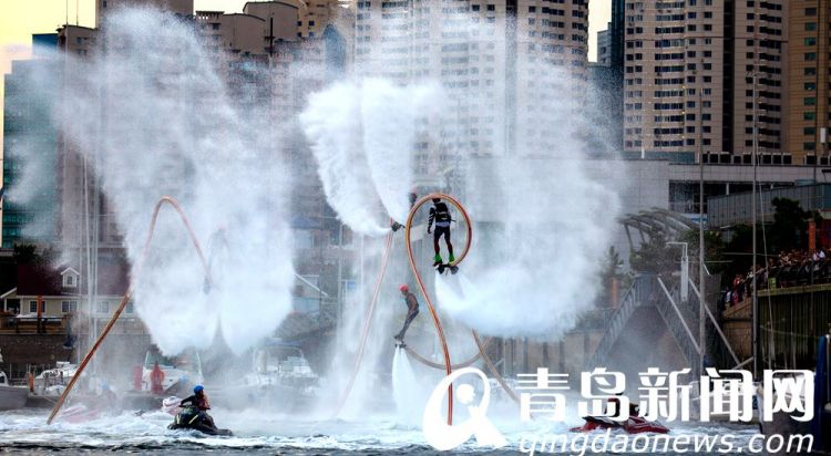 高清:奥帆中心上演花式水上飞行秀 这不活脱脱钢铁侠吗