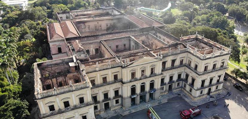 巴西国家博物馆火灾过后几成废墟