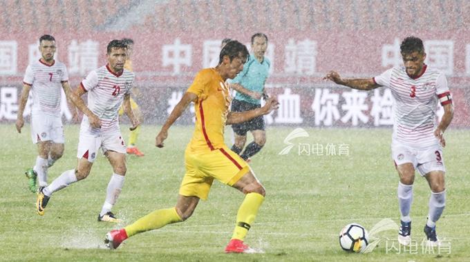 中国男足U21 1-1塔吉克斯坦 比赛遇大雨中止