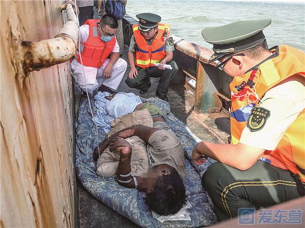 外地货船凌晨起火船员烧伤 东营边防民警紧急送医救治