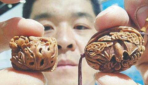 非遗木雕、刺绣现身第十八届淄博陶博会