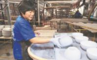陶瓷产品现烧现卖 淄博首个工业旅游观光工厂对外开放