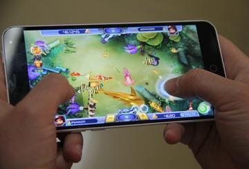 为玩游戏淄博4个孩子掉入网络陷阱 拿家长手机买点券被骗5000元