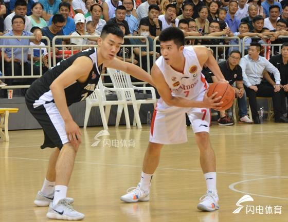 山东男篮热身赛两小将表现抢眼 两人目标各不同