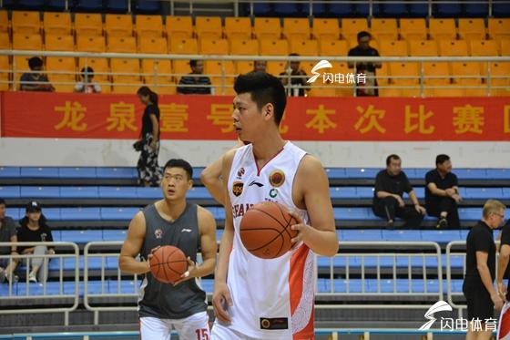 小将朱荣振爆发!山东男篮82-75青岛国信 热身赛赢取两连胜