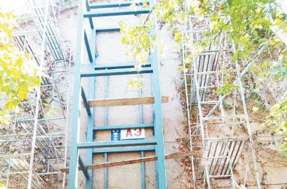 张店居民尝鲜老楼装电梯 3楼住户自建自用