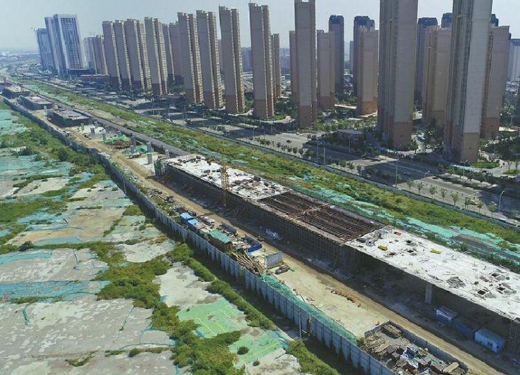 """济青高速改扩建:护栏被撞会""""卸力"""" 服务区堪比购物商场"""