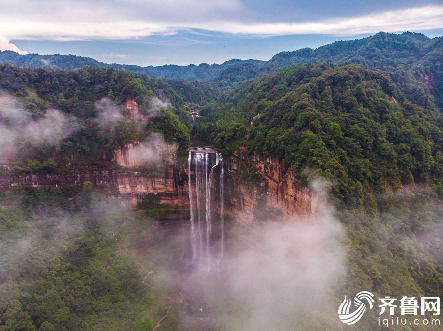 俯瞰望乡台瀑布。