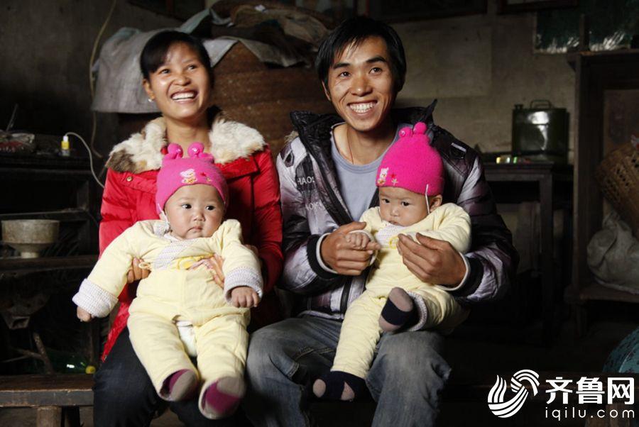 重庆市江津区四屏镇村民陈显明幸福的一家。