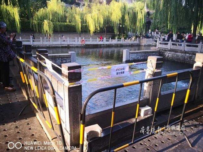 赏泉安全了,济南黑虎泉池脱落的护栏终于修好了