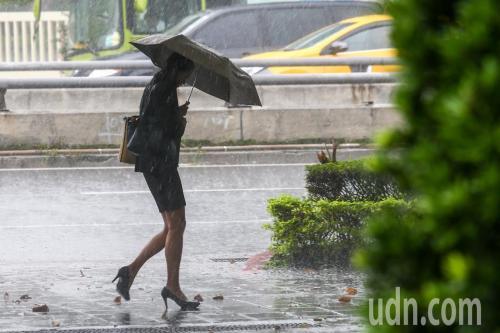 """台湾周末或遭台风""""山竹""""侵袭 15日雨势最大"""