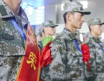 别了妈妈,别了家乡!滨州150余名新兵踏征程光荣入伍