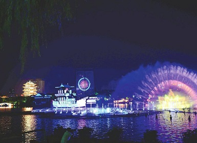 """""""明湖秀""""打造济南新名片 全国网媒共享""""泉城夜宴"""""""
