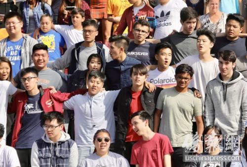 """美亚凯迪亚高中纪念""""9 11"""" 华裔学生吁尊重生命"""