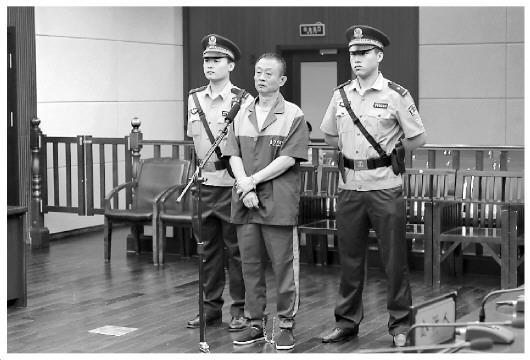 聂磊黑社会性质组织成员钟方回国自首