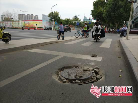 临沂创城|路口路面破损坑洼占多数 需重视平日维护