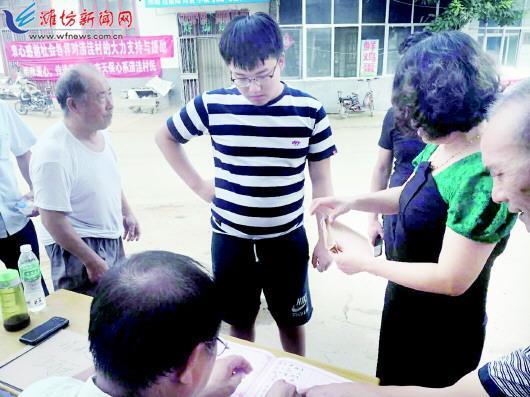 潍坊大一新生两万多零用钱捐给妈妈老家
