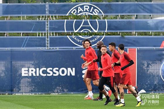 法甲-巴黎4-0圣埃蒂安获5连胜 卡瓦尼传射建功