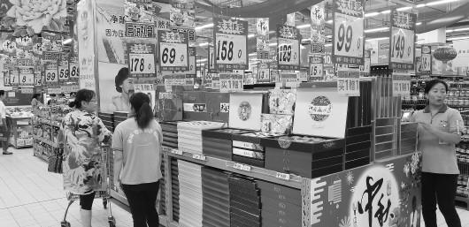 """山东今年月饼价格很""""实在"""" 商家打起促销价格战"""