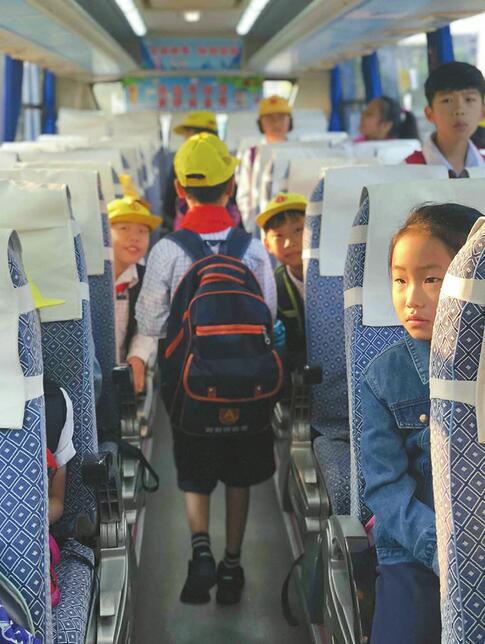 """""""R字头""""市民定制公交 保你上车有座中间不停"""