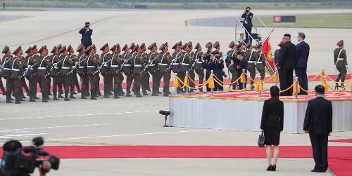 韩媒:朝鲜为迎文在寅发射21枚礼炮 系三次首脑会谈最高礼遇