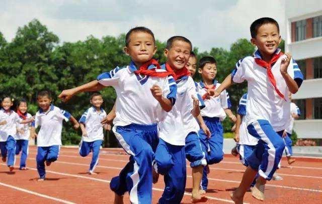 学生近视率升高、体质下降 体育课不能流于形式