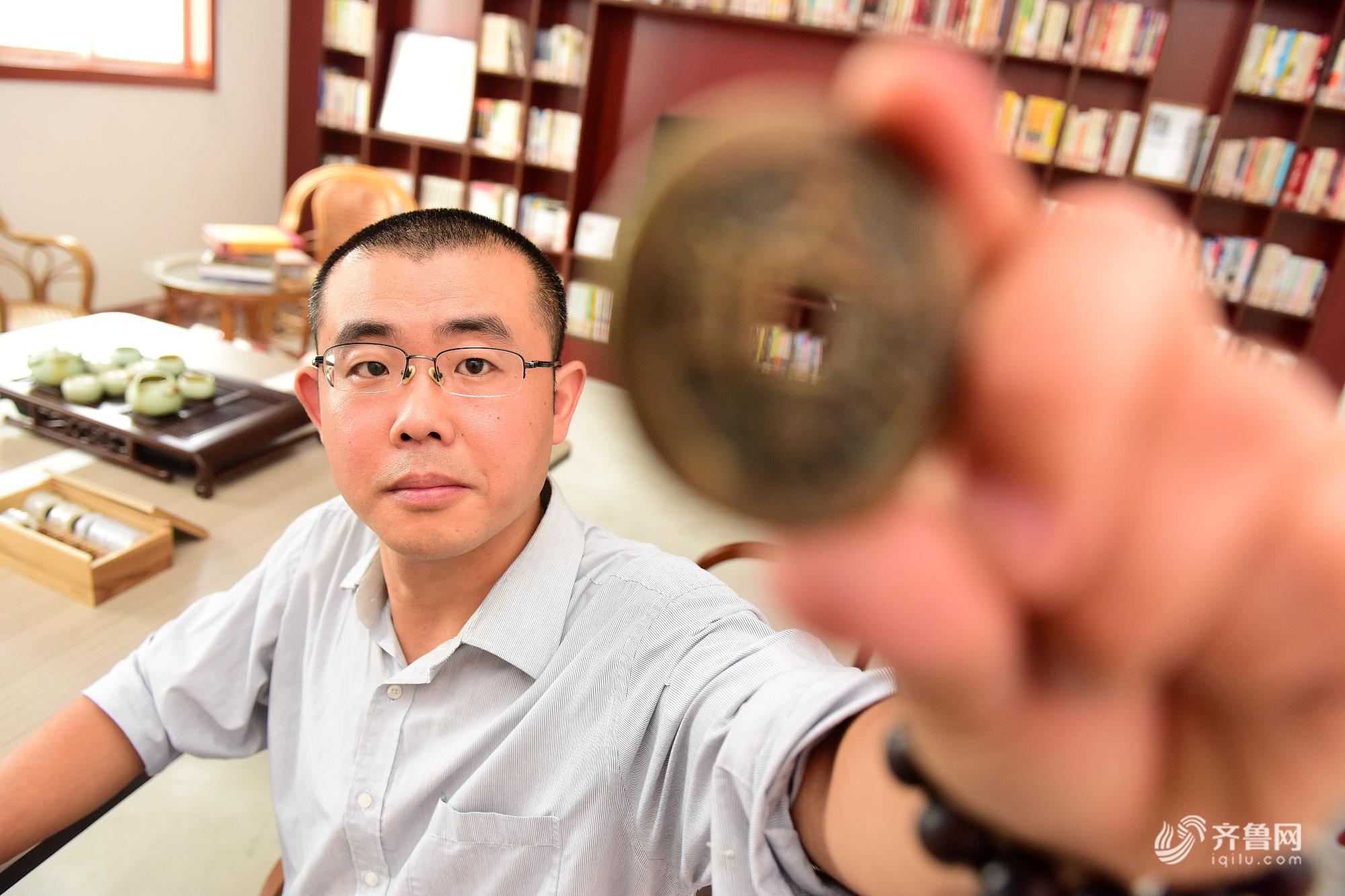 山东男子历时14年收藏万枚古钱币 如今自建古钱博物馆