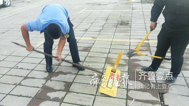 鄄城一路段盲道被改停车位,城管快速拆除