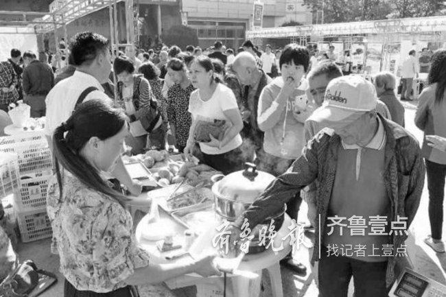济南等地农货大集促销,上万个鲜花饼不到一小时抢光