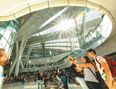 香港市民谈高铁香港段开通:有一种血脉贯通的感觉
