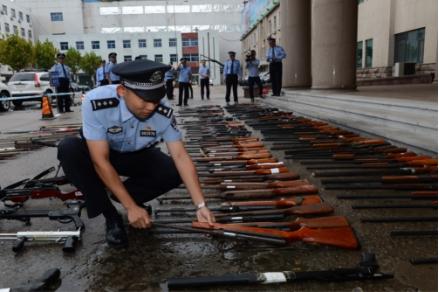油地警方联合 集中销毁各类非法枪支190支