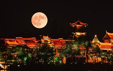 不一样的风景!镜头下的台儿庄古城超大月亮