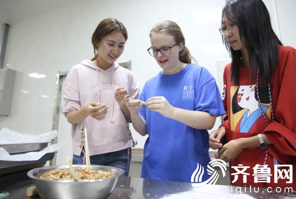 北交大(威海)留学生参加中秋节活动 (5)