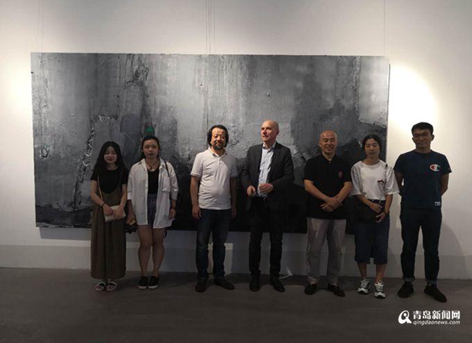 王超)由青岛云尚艺术发展有限公司和中天美术馆主办,青岛科技大学