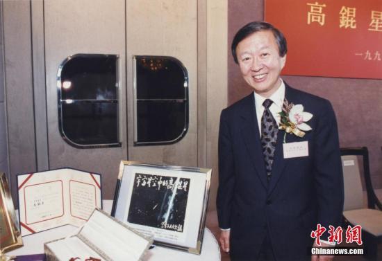 香港各界悼念诺奖得主高锟 港中大设吊唁区