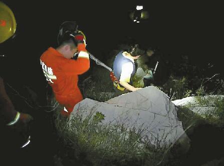 迷路夫妻中秋夜被困山岭5小时 被发现时几近虚脱