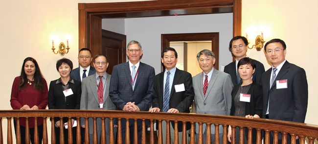 2与美国新英格兰视光学院建立医教研合作