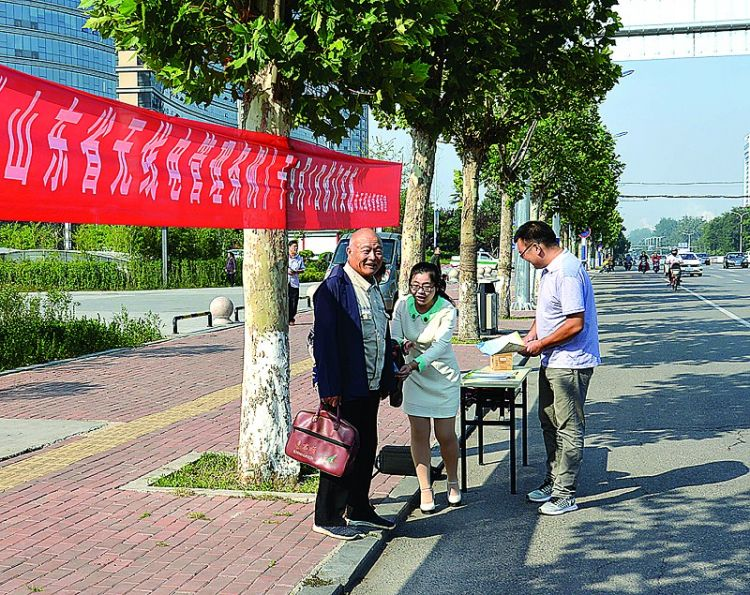 """莱芜市开展""""无线电管理宣传月""""活动"""