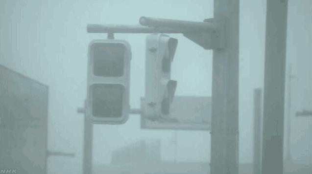 24号台风强劲袭击日本 冲绳16.4万余户停电