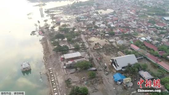 印尼强震海啸致400余人死亡 帕卢机场重新开放