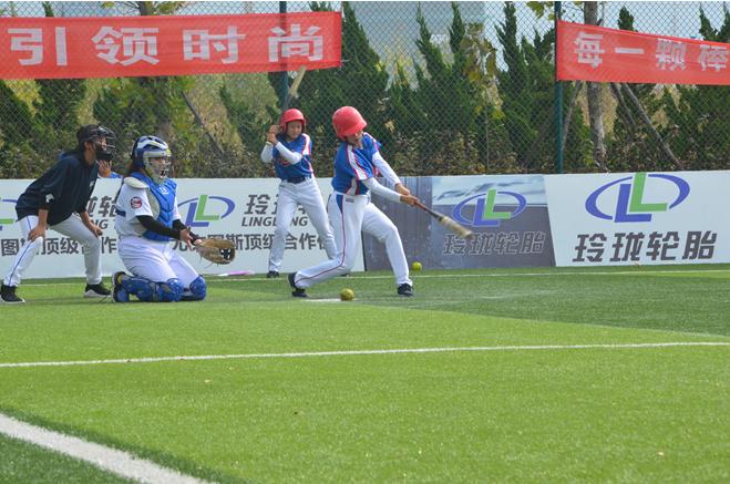 山东省垒球锦标赛收棒 济南三中垒球一队夺魁