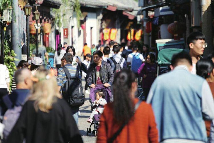 泉城游持续升温 游客增长近两成
