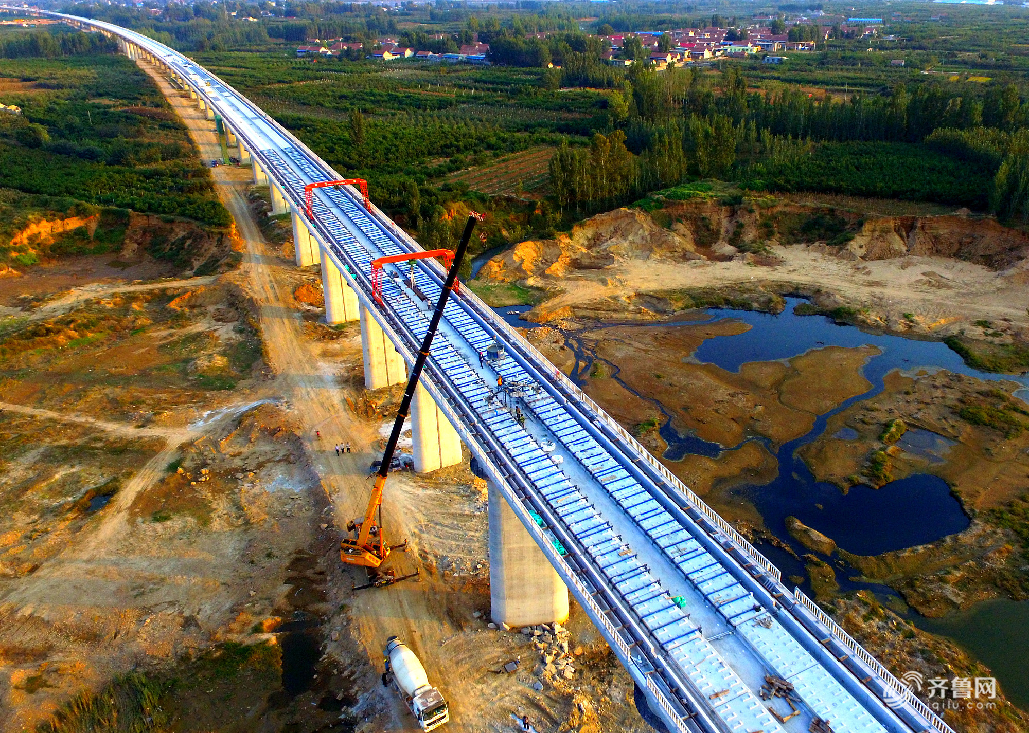 临沂:鲁南高铁国庆长假忙施工 预计2019年底建成通车
