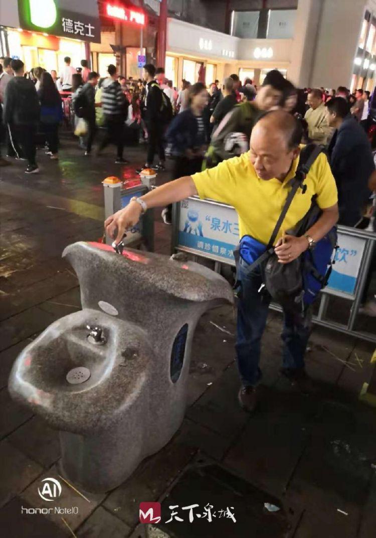 """这就尴尬了!外地游客说济南街头的泉水直饮点是""""摆设"""""""