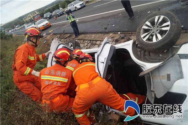 国庆节外出注意行车安全 烟台消防救援车祸司机