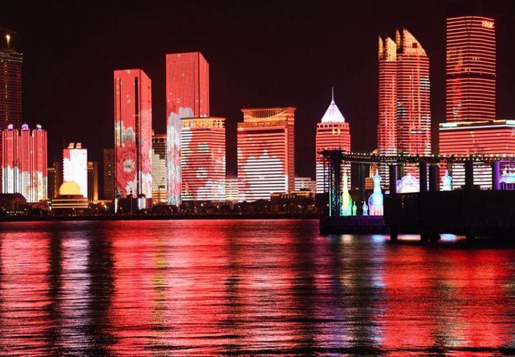 国庆期间,醉美灯光秀在青岛浮山湾上演